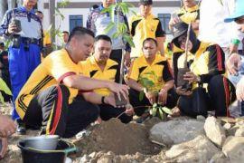 500 pohon ditanam di Mapolda Sulbar