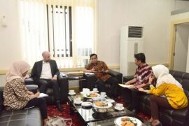 Britain studies investment in renewable energy in South Sulawesi