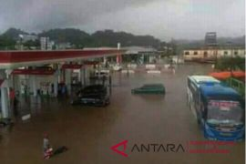 Mamuju terkepung banjir