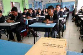 Kemristek Dikti seleksi beasiswa anak TKI