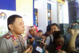 Polda NTT pulangkan warga pendatang tanpa identitas