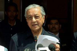 Mahathir akan pangkas gaji menteri