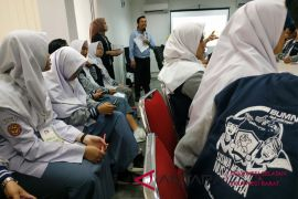 BUMN Hadir - Peserta SMN belajar kewirausahaan di RKB Makassar