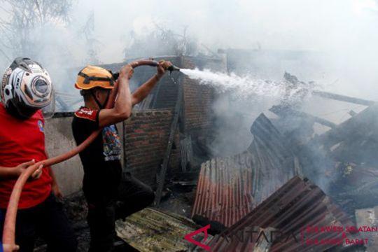 Kebakaran hanguskan tiga bangunan di Mamuju