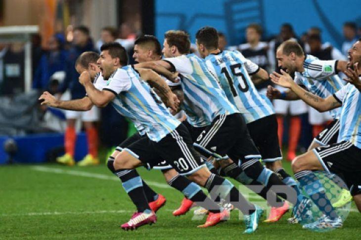 Argentina tundukkan Italia 2-0, tanpa Messi