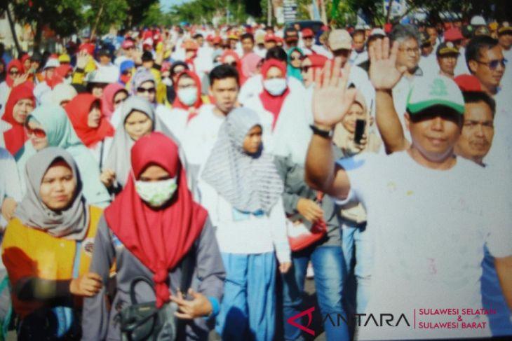 BUMN Hadir - Ribuan warga Jeneponto semarakkan jalan sehat BUMN
