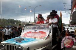 Liliyana Natsir diarak kelilng Kota Manado