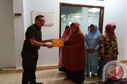 Sangkay Manfaatkan Reses Bantu Taman Bacaan Al-Qur'an