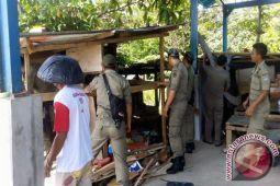 Kecamatan Sario Tertibkan Bangunan Liar Nelayan Tradisional