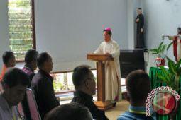 Uskup Manado Persembahkan Misa Rekoleksi Pengurus KBK Keuskupan Manado