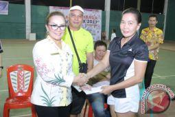 Wawali Sompotan Beri Bonus Atlet Peraih Emas Porprov Sulut