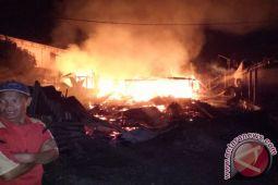 Tiga rumah di Kawangkoan Utara terbakar