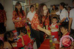 DPW Kota Bitung Berikan Makanan Tambahan Bagi Anak-Anak