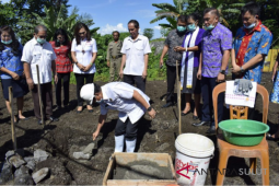 Wali Kota Bitung lakukan peletakan batu pertama Landfill TPA Aertembaga