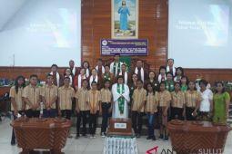 BUMN HADIR - Peserta SMN NTT ikut beribadah dengan warga Manado