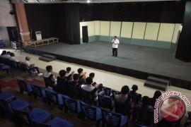 Mantiri Buka Festival Teater Remaja Se-Sulut