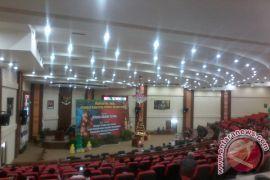 Pemberian diakonia warnai  Pra Natal DPRD Sulut