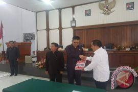 Bupati Serahkan LKPj ke DPRD Minahasa