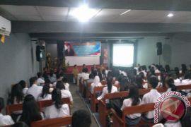 Mangindaan Sosialisasi  Pilar Kebangsaan  Bagi Siswa SMK Manado