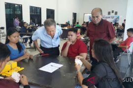 Maryelen/Aulia sementara memimpin kejuaraan bridge pelajar Manado
