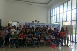 Veren/Indah memimpin sementara kejuaraan bridge pelajar Manado