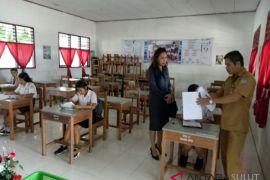 Wakil Ketua Komisi D pantau USBN hari pertama di SMP 10