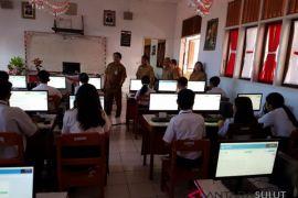 14 SMP di Minahasa Tenggara laksanakan UNBK