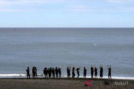 BUMN HADIR - Peserta SMN berwisata ke Pantai Tangkoko