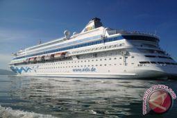 Kapal Pesiar  1.062 Wisatawan Singgahi Lombok
