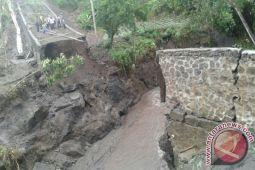 Banjir Putuskan Satu Jembatan di Lombok Timur