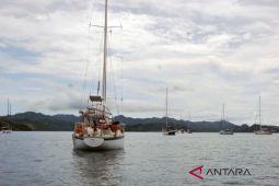 Belasan yacht parkir berbayar di Gili Gede