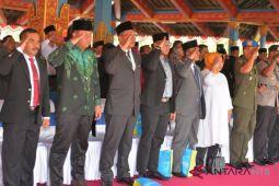 Semua calon kepala daerah hadiri HUT Lombok Barat