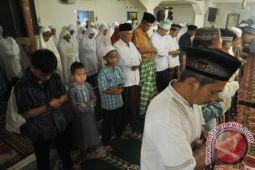 Jamaah Naqsabandiyah di Mataram Idul Fitri Kamis