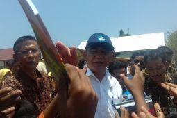 Mendikbud serahkan tunjangan guru terdampak gempa di Sumbawa
