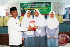 Dinas Koperasi NTB Edukasi Pelajar dengan Cerdas-Cermat