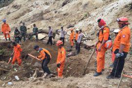 Tim SAR lanjutkan pencarian lima korban gempa di area longsor