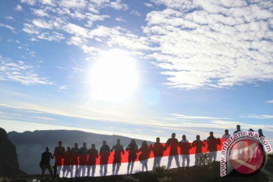 Bendera 73 meter akan dikibarkan di Gunung Tambora