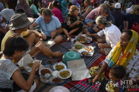 Peserta Sail Moyo Tambora nikmati tradisi begibung Lombok