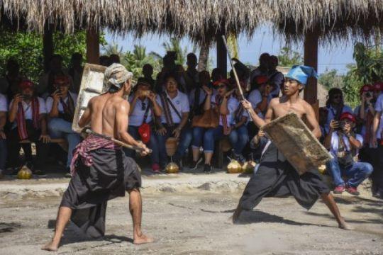 Atraksi Budaya Dusun Adat Ende