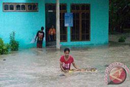 Sejumlah ruas jalan dalam kota tergenang banjir