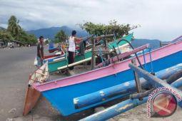 Kesulitan Umpan, Kapal Nelayan Pun Diparkir