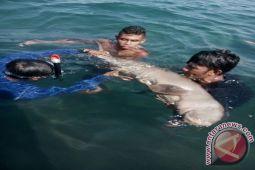 Nelayan Selamatkan Duyung Dugong