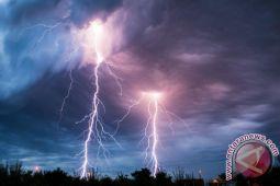 Mbay Dilanda Badai Petir