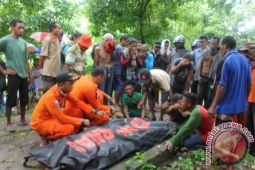 Suami-istri korban banjir ditemukan tewas