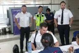 Kru Pesawat Jalani Pemeriksaan Kesehatan