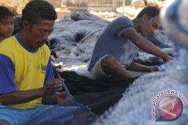 Nelayan Kupang bekerja serabutan selama musim paceklik