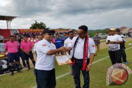 Fary Francis Terima Penghargaan dari Menpora Timor Leste