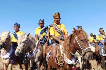Parade Kuda Sandelwood