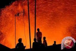 Gudang produksi CV Rajawali di Nimbokrang ludes terbakar