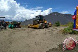 Tambang pasir besi Pronggo dan stigma